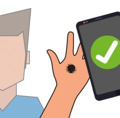 A guy showing his hand with some kind of stain on it, a smartphone showing a checkmark. All together symbolizing mole assessment via medical app as an example for risk classification .